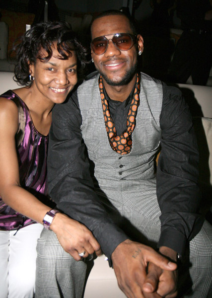 Lebron James Write Thank You Letter To His Mother