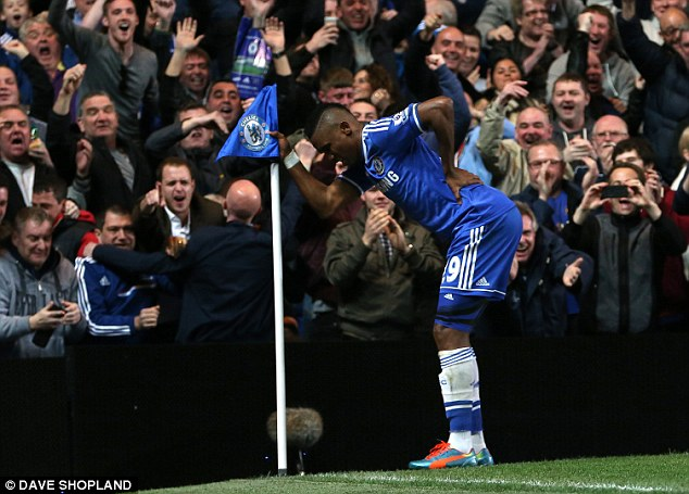 Eto'o posed as old man after scoring a goal... Great sense of humour