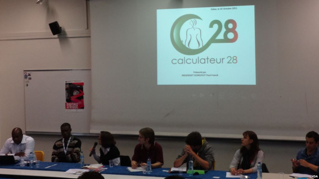 Presentation-of-Calculator-28-to-diplomats-in-Yaounde-November-14-2014.-Moki-Edwin-Kindzeka-for-VOA